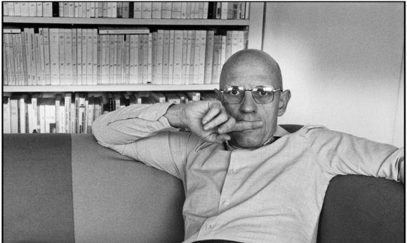 Der franzšsische Philosoph Michel FOUCAULT in seiner Wohnung. Paris. Frankreich. 1978
